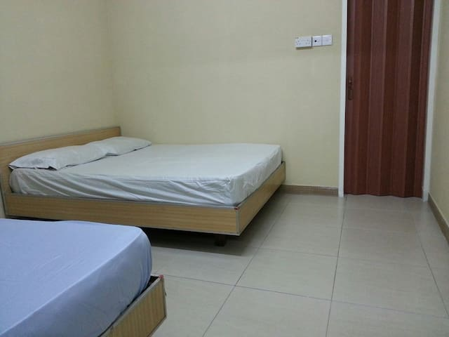 one night one or two person RM35 - Kluang - Ház