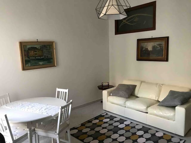 Bright and Comfortable Room In The Heart of Naples