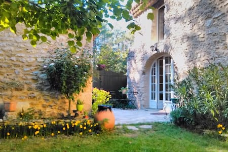 Chambre en Drôme provençale - House