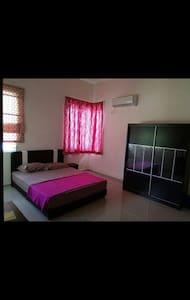 Lakeside Bed & Breakfast @ KLIA - Nilai