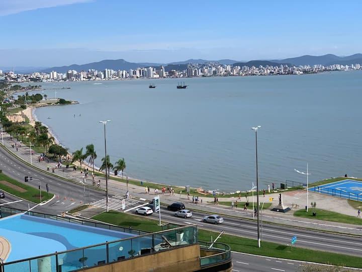 Apartamento no centro com vista para o Mar.