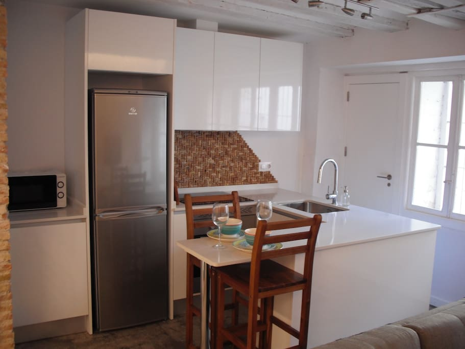 Fully equipped brand new kitchen and appliances