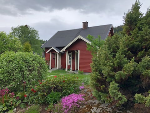 Cozy cottage with large, private garden - Lambhaug