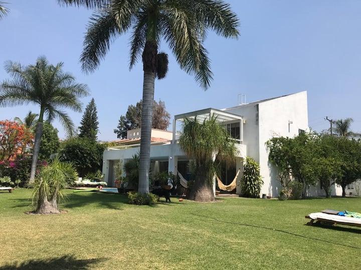 Increíble casa con Jardín para cargar energía!