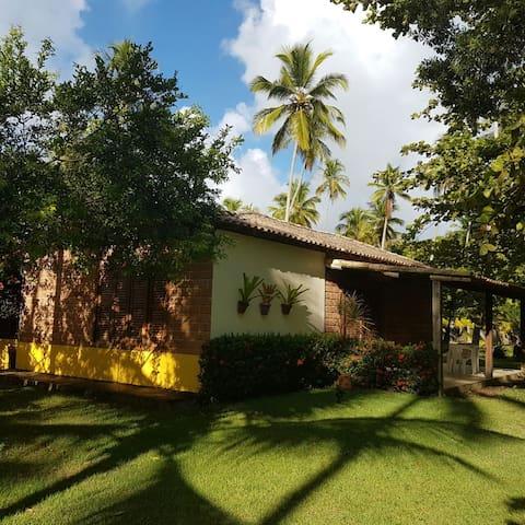 Vila dos Coqueiros Chalés e Praia - Santa Cruz Cabrália - Hytte (i sveitsisk stil)