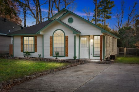 NEW LISTING SPECIAL - Your 'Home Away from Home'