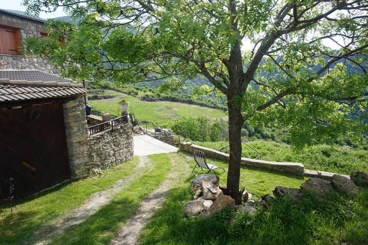 Casa Rural Reformada en el Pirineo | Cal Moixarro