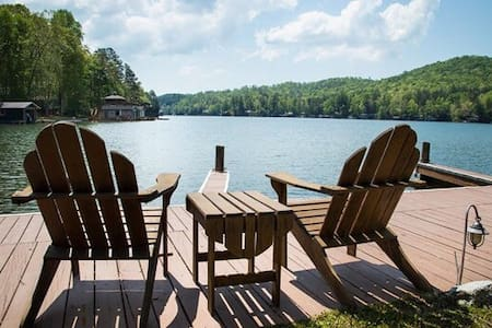 Retreat Getaway w/ Lake Access, Mtn View, HOT TUB!
