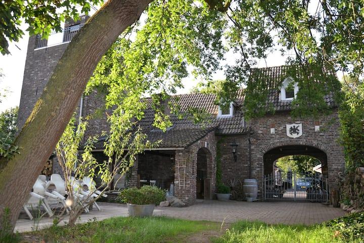 Landelijke kasteelboerderij met overdekt terras