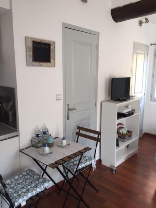 studio centre historique ensoleill avec wifi appartements louer aix en provence. Black Bedroom Furniture Sets. Home Design Ideas