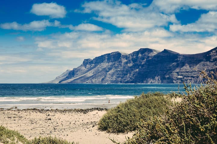 The Shack - BEACHFRONT - Caleta de Famara - Bed & Breakfast