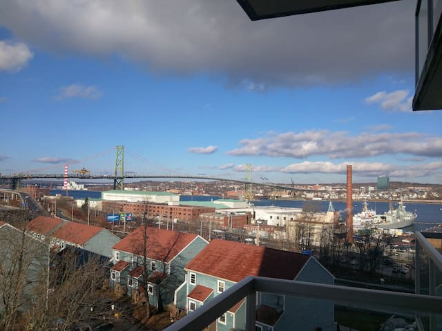 Harbour View, Spacious, Secure Bld, Walk Anywhere! - Halifax - Byt