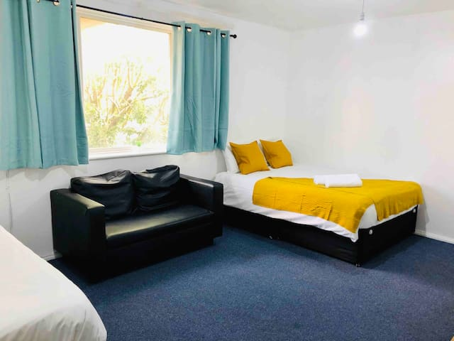 !! New big comfy room moments from Canary Wharf !!