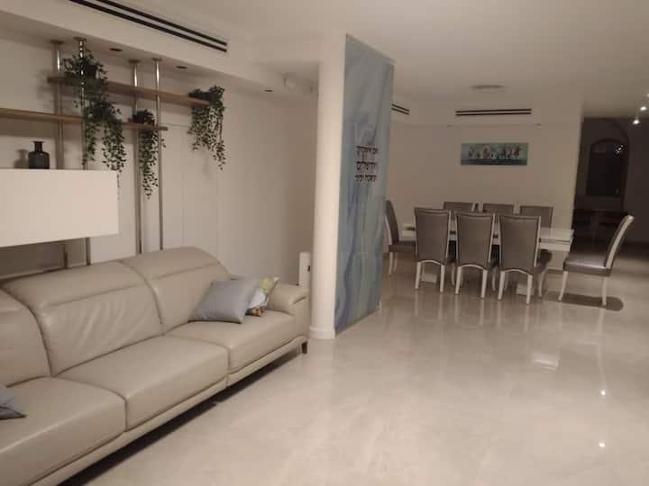Shaarei Chesed Luxury Villa