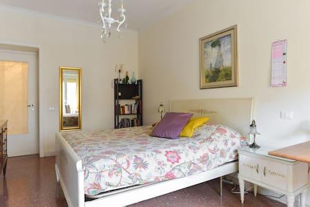 Great Sunny Room with balcony - Roma - Flat