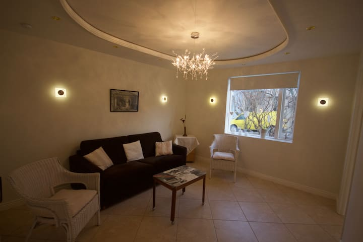 Bright and beautiful home in the town center - Akureyri