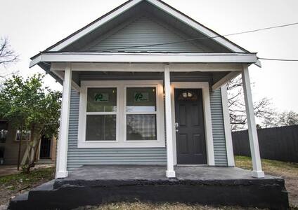 Remodeled House Near Downtown 1BA/1BA