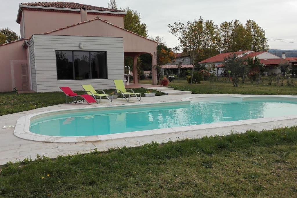 Villa avec piscine houses for rent in revel midi for Villa piscine france
