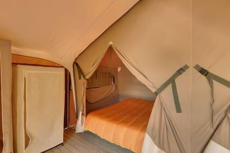 tente sur plancher en corréze-dordogne - Beauregard-de-Terrasson