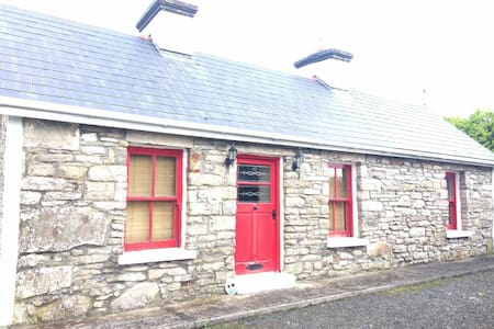 Cosy Cottage Retreat - Kiltimagh, County Mayo, IE - Casa