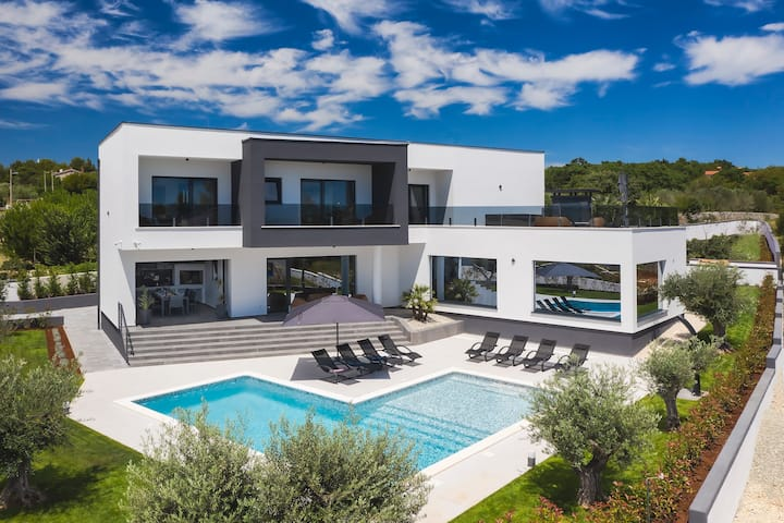 NEW! Villa Faveria with luxury 58m2 pool
