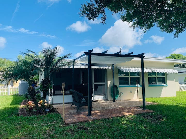Cozy house close to beaches, shopping and more