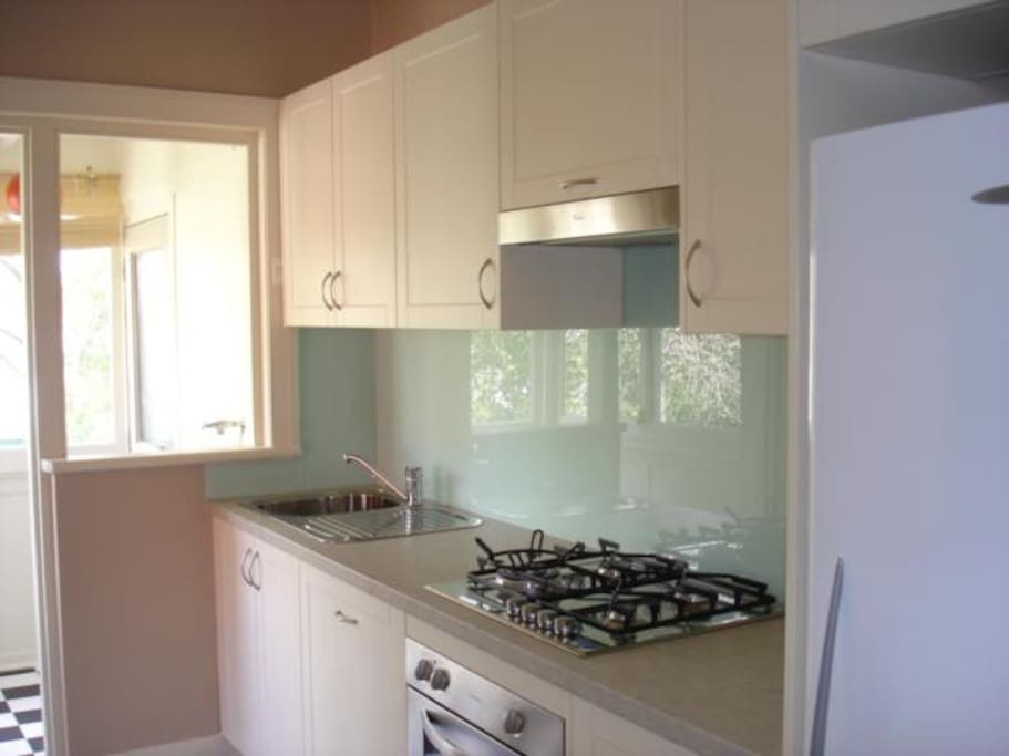 Excellent Kitchen with Gas and all Appliances