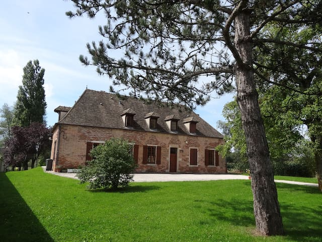 Maison bourgeoise ancienne XVIII° A - Toutenant - Bed & Breakfast