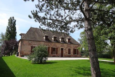Maison bourgeoise ancienne XVIII° A - Toutenant - 家庭式旅館