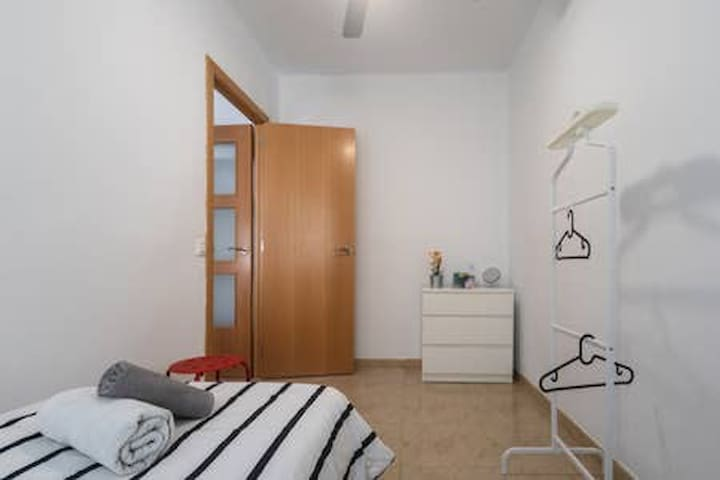 Comfortable single room heart of Valencia