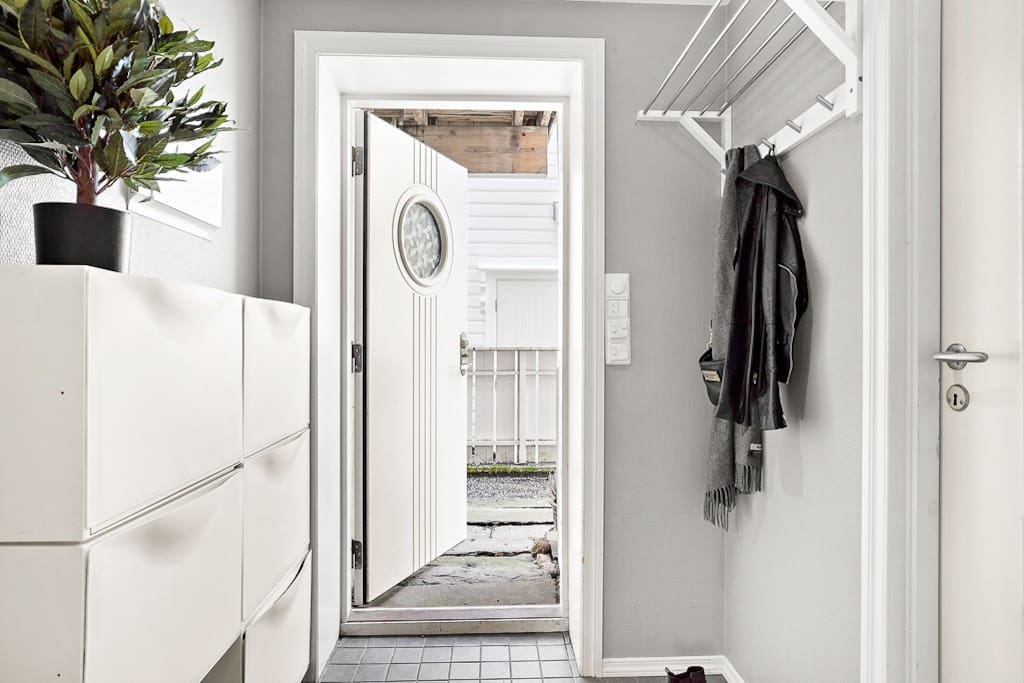 Egen inngang / entrance