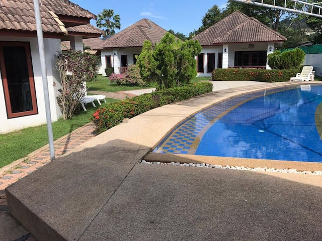 2 Bedroom Bungalow with Pool Near Beach (3)