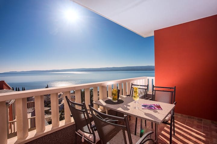SPACIOUS APARTMENT BAKOTA - only 200m from the sea