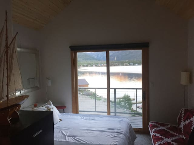 Guest room with spectacular view of Mount Baldy