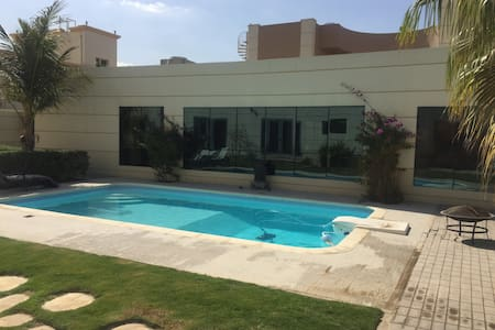 Guesthouse with pool! - Dubai - Pensió