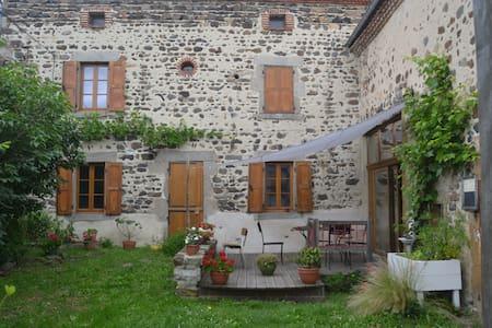 En pleine nature, à 35 minutes de Clermont-Ferrand - Maison