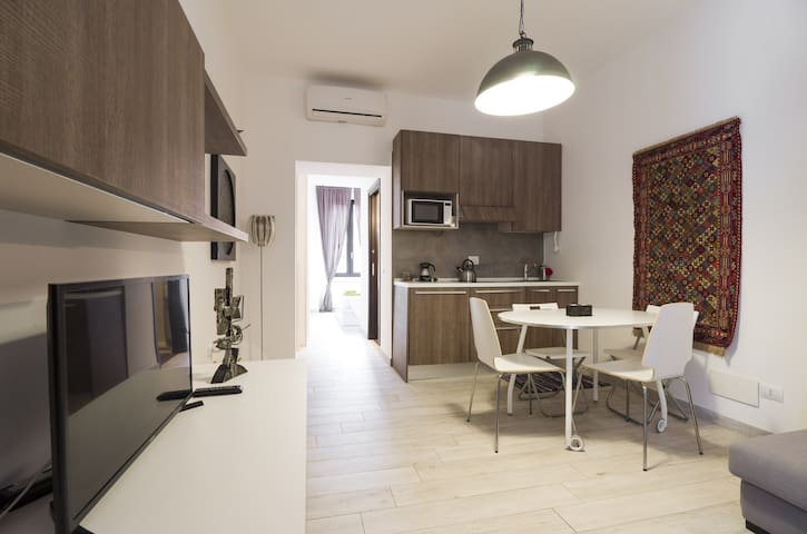 Two-room apartment 100 meters from the Metro!