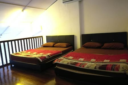 """Heritage Crib of George Town- double family"""" tall"""" - George Town - Bed & Breakfast"""