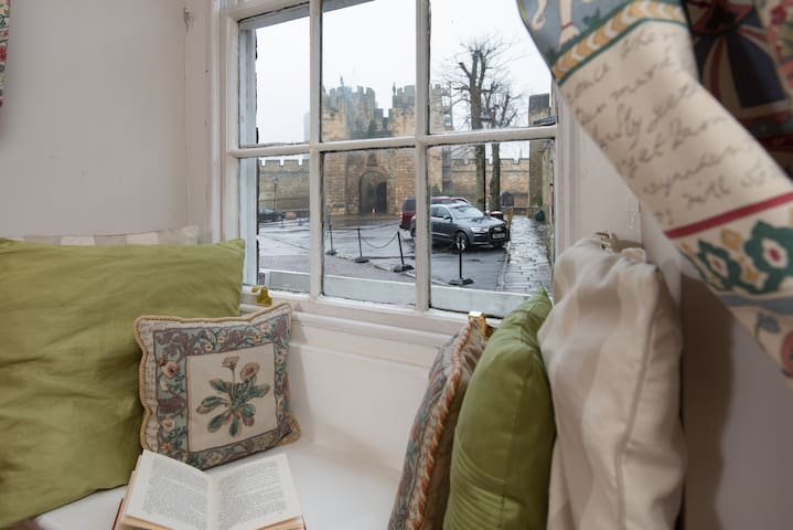 Barbican View - luxury flat opp. Alnwick Castle