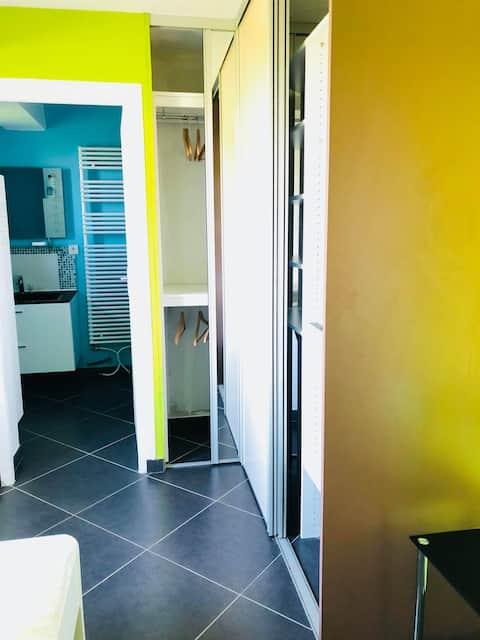 Chambre 2 personnes + salle de bain et wc privés