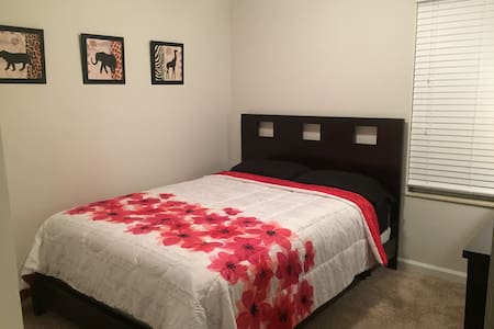 Cozy Room - Females & Couples Only - Murfreesboro - Apartment