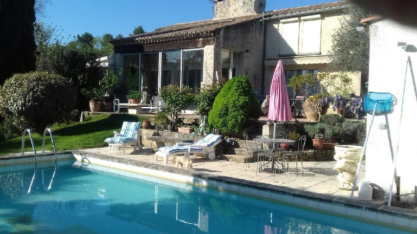 Studio indépendant avec piscine et grand jardin