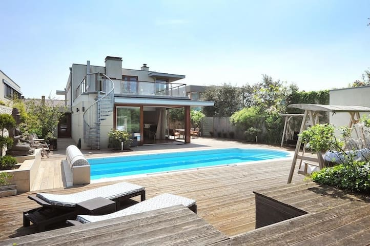 Spacious villa near the beach - Den Haag - วิลล่า