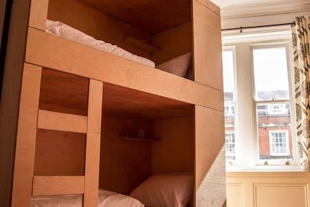 Single bunk bed in a dormitory style room - Lägenhet