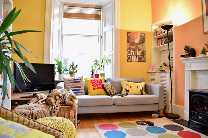 Room in superb apartment 2 mins from Royal Mile