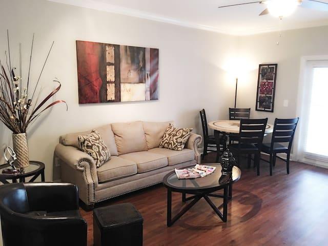 Zen King Sized Bed Midtown Condo w/ Free Parking - Atlanta - Apto. en complejo residencial