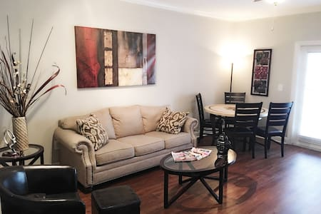 Zen King Sized Bed Midtown Condo w/ Free Parking - 亚特兰大