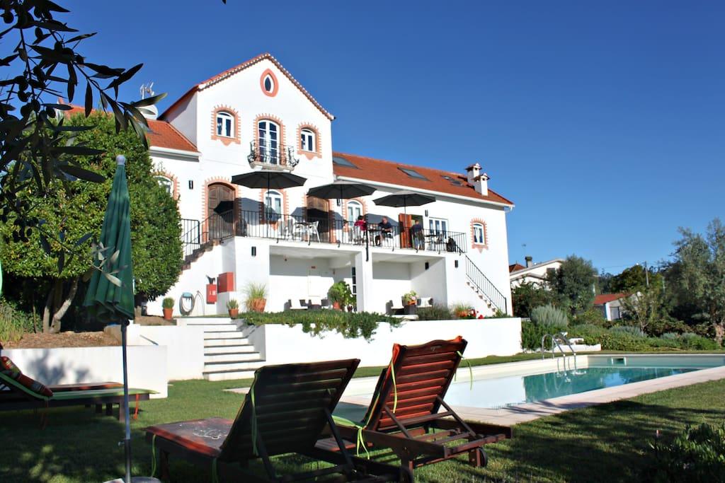 Casa nas Serras boast a beautiful pool and garden.