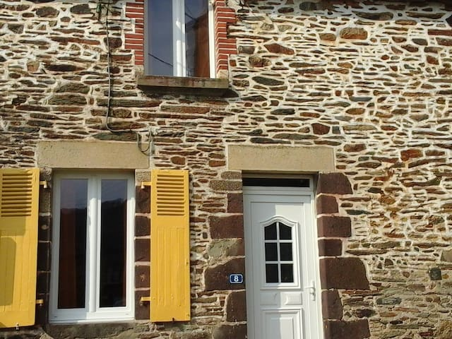 A picturesque traditional cottage - Saint-Congard - Hus