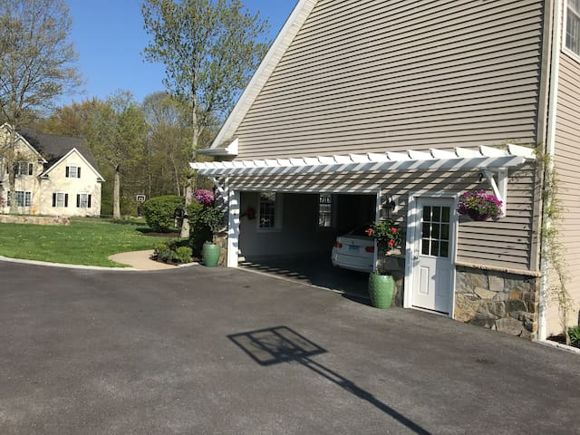 This is the garage  when you come down the driveway. Parking is at the end of the driveway next to basketball hoop.
